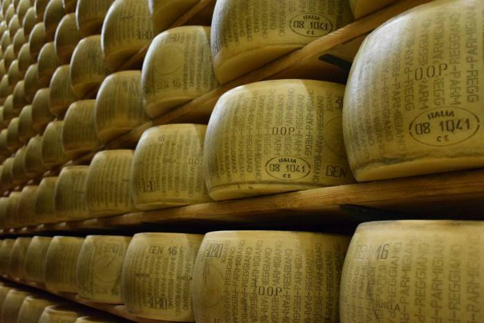 how to tell if parmesan cheese is fake