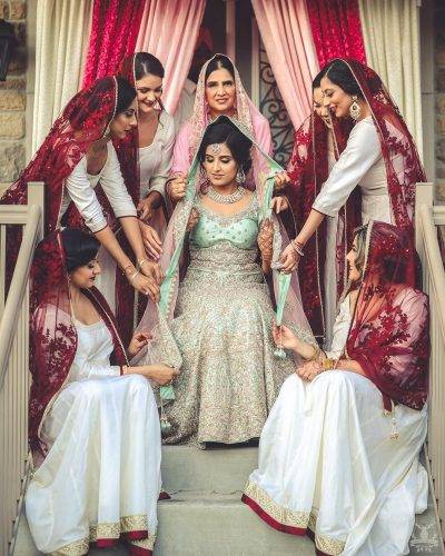 bridal pictures with friends