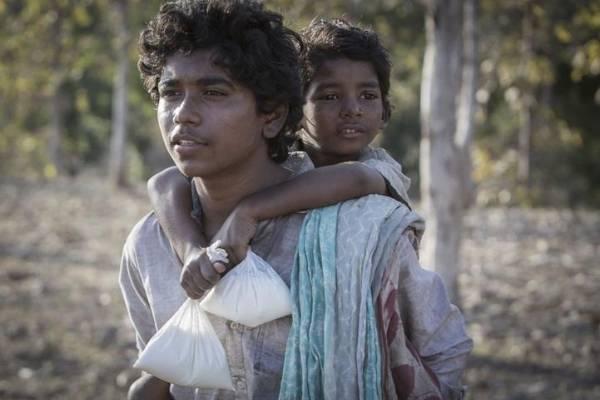 Lion Movie Still- Saroo and Guddu