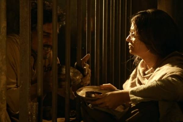 Sarbjit Movie Still- Randeep Hooda and Aishwarya Rai