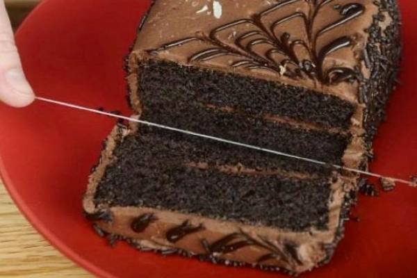 Using Floss To Cut Cake- Cooking Hacks