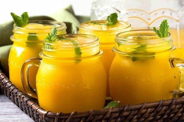 MAson jars with mango lemonade