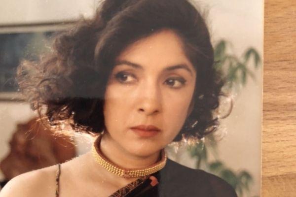 A young Neena Gupta in a black saree with short hair
