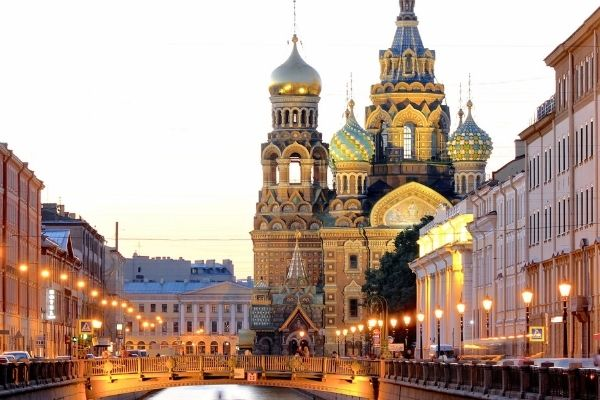 Vaccine Tourism: A famous tourist spot in St Petersburg, Russia